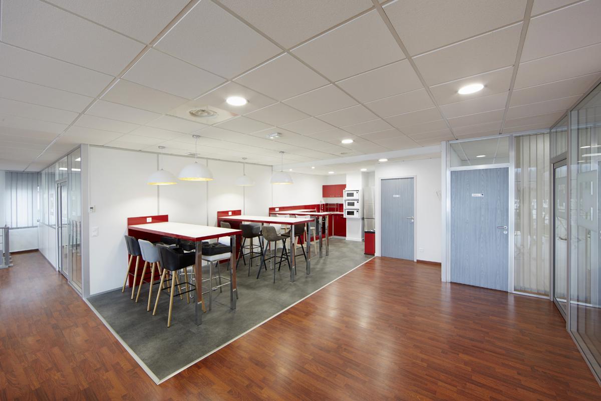 espace repas collectif en bureaux - Copernic - architecture d'intérieur
