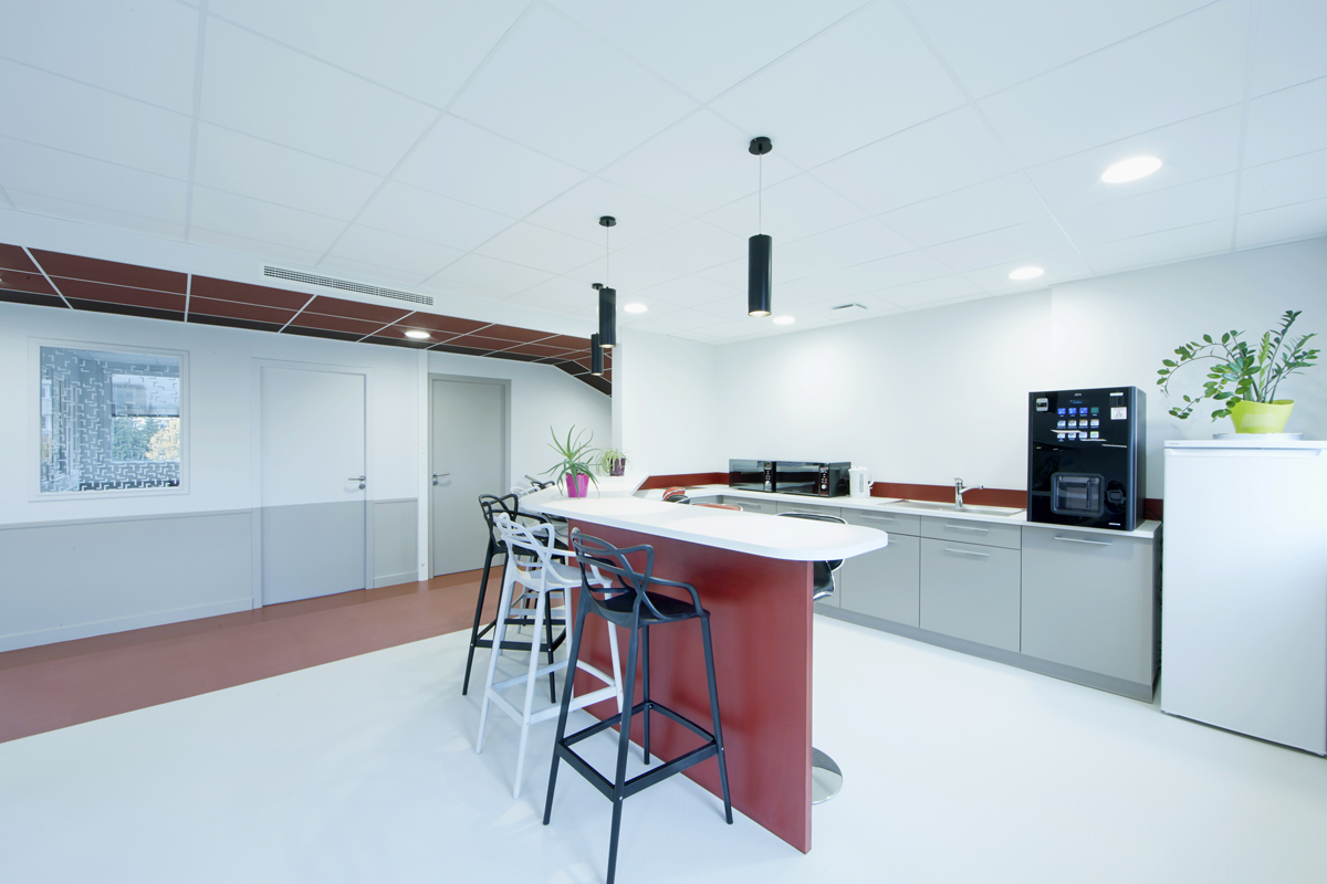 rénovation de bureaux - espace cuisine et repas - Copernic - architecture d'intérieur