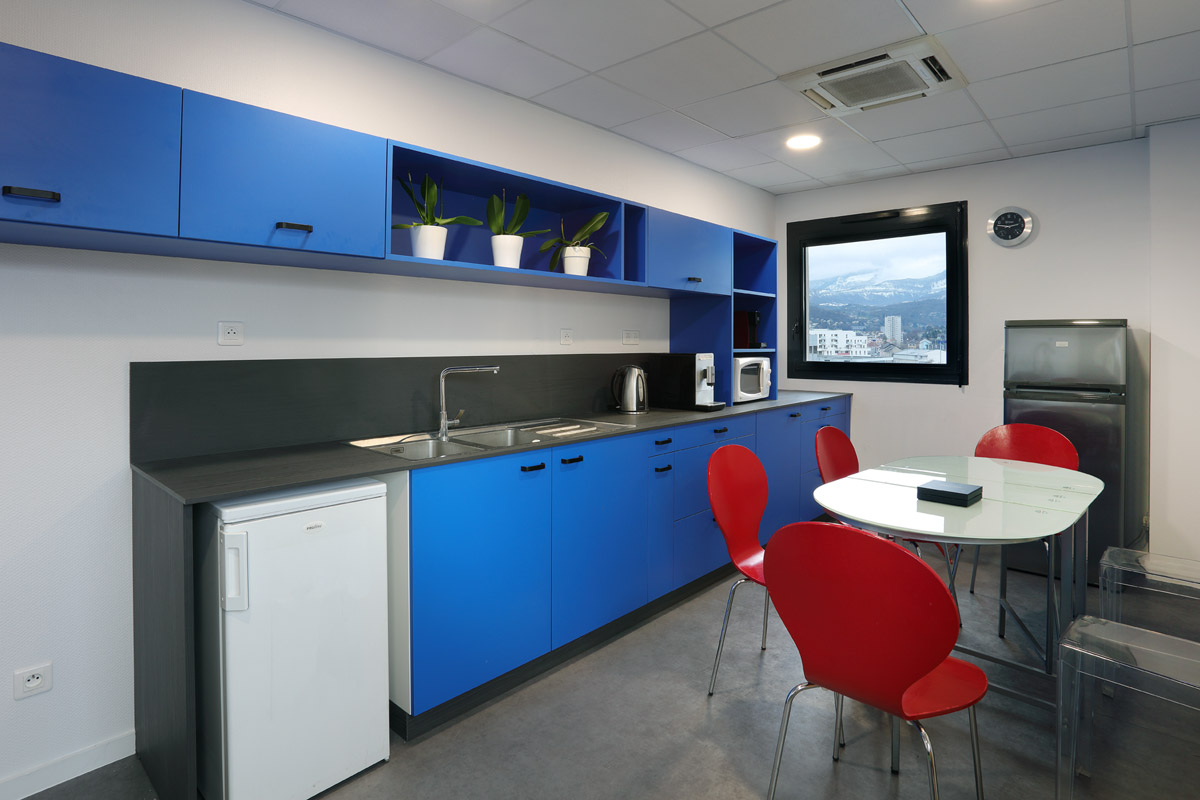 agencement sur mesures d'une kitchenette professionnelle - Copernic - architecture d'intérieur